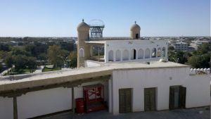 Pohľad z pevnostii Ark na vstupnú bránu