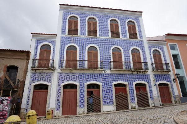 Koloniálna budova v São Luís - Pokrytie fasády kachličkami azulejos je typické pre Portugalsko a jeho kolónie
