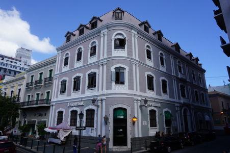 Farebné domy v historickom centre San Juanu - Aj keď tento vyzerá skôr ako z čiernobielej fotky