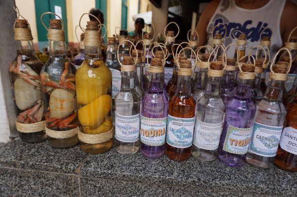 Na historickej mestskej tržnici v São Luís môžete kúpiť aj alkoholický nápoj cachaça (kašasa), vyrobený z cukrovej trstiny - ide o typický a najobľúbenejší alkoholický nápoj v Brazílii