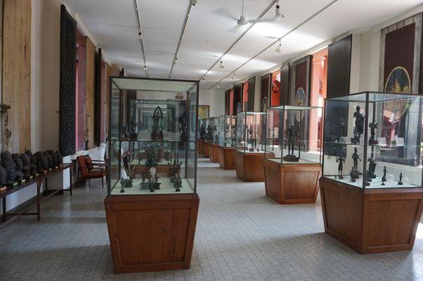 Exponáty v Národnom múzeu v Phnom Penhu