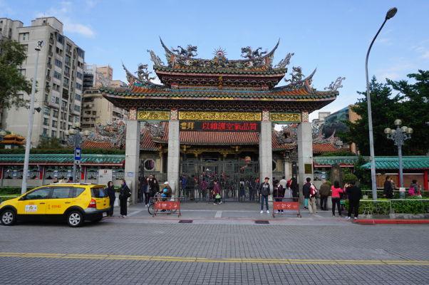 Vonkajšia vstupná brána do chrámu Longšan v Tchaj-peji