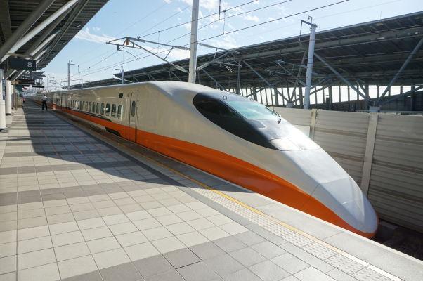 Japonský rýchlovlak 700T na stanici v Tchaj-nane