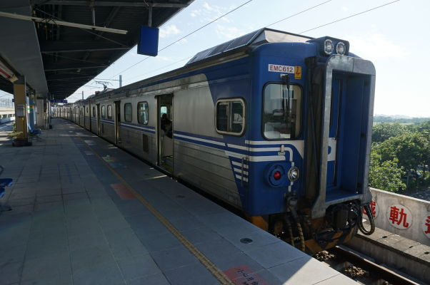 Klasický miestny vlak na Tchajwane