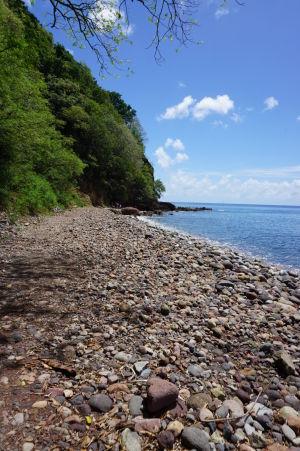 Kamenistá pláž Champagne Beach