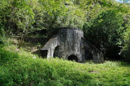 Ruiny vypaľovacej (sušiacej) pece na úpätí kopca
