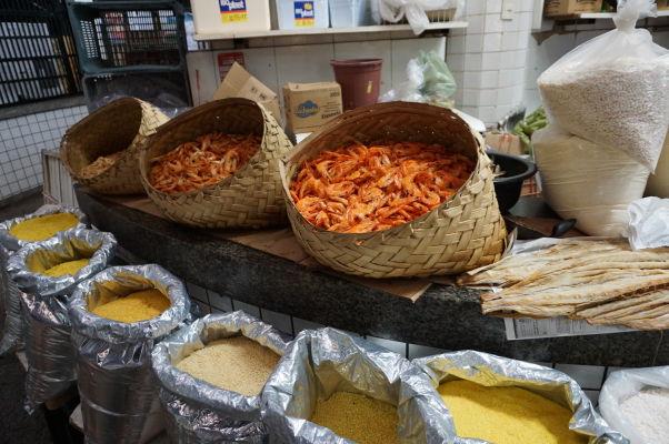 Krevety na historickej mestskej tržnici v São Luís
