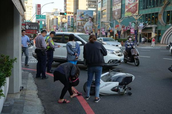 Dopravná nehoda v uliciach Tchaj-nanu