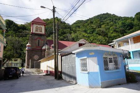 Uličky mestečka Soufriere a katolícky kostol