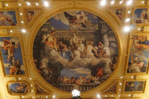 Kasíno a hotel Venetian s vnútornými dekoráciami odkazujúcimi na Benátky - vkus alebo gýč?