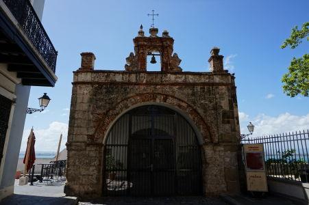 Capilla del Santo Cristo de la Salud - Kaplnka pri vstupe do parku Las Palomas
