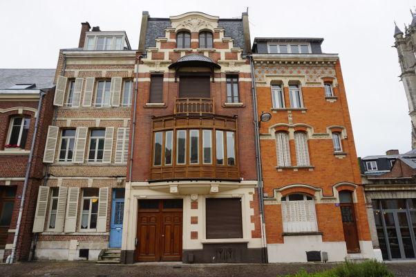 Ulica Rue Robert de Luzarches v Amiens - len pár krokov od známej katedrály