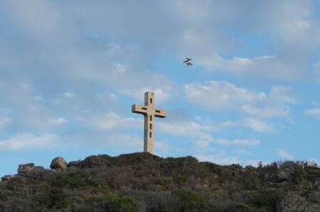 Rogalo a kríž označujúci navýchodnejší bod Guadeloupe