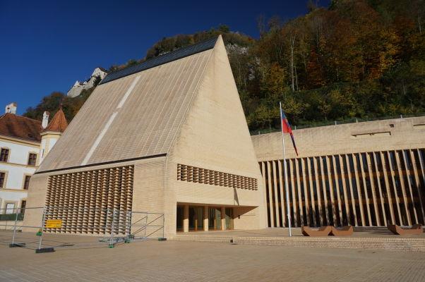 Lichtenštajnský parlament vo Vaduze (Landtag)