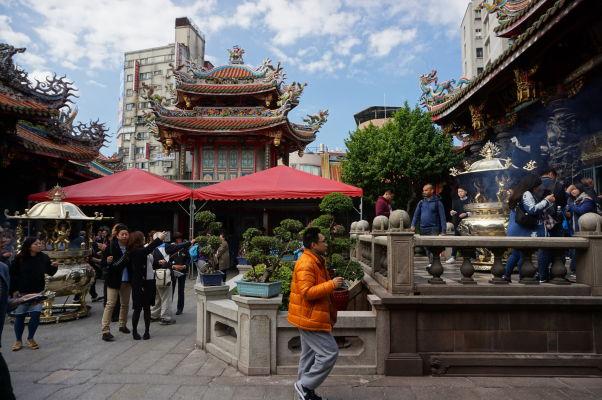 Nádvorie v chráme Longšan v Tchaj-peji