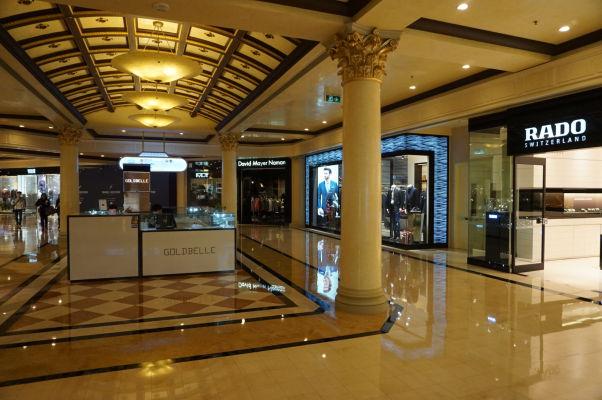 V hoteli Venetian v Macau sa nachádza okrem kasína aj superluxusný obchodný dom s najdrahšími svetovými značkami