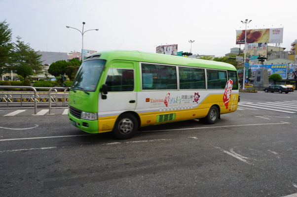 Autobus jazdiaci z Ťia-i do Ališanu
