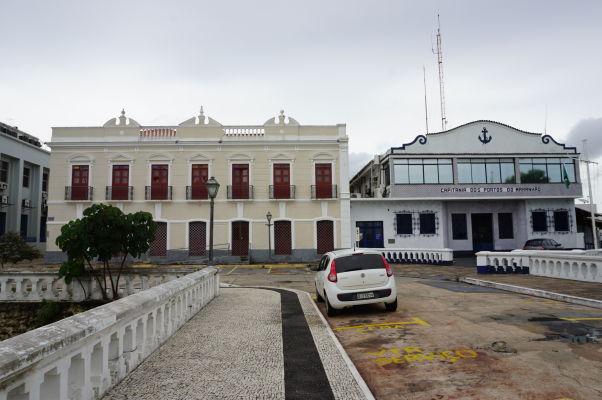 Námestie Avenida Dom Pedro II a budova veliteľstva prístavov