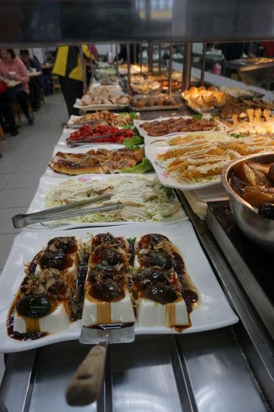 Veľmi populárnym druhom stravovania sa v Tchaj-peji su miestne bistrá