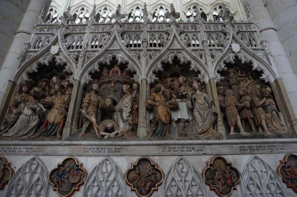 Reliéf znázorňujúci príbeh smrti Jána Krstiteľa v Katedrále Matky Božej v Amiens