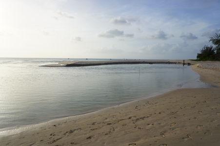 Jazierko The Hot Pot (Horúci hrniec) medzi plážami Brighton Beach a Brandons Beach