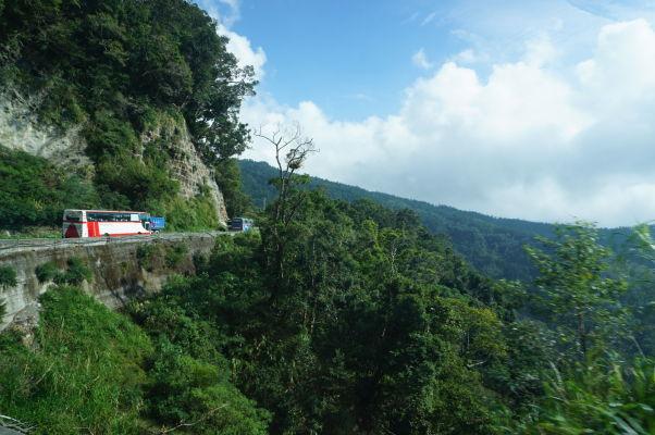 Cesta do Ališanu vedie malebnými horami