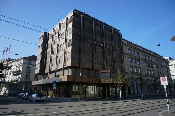 Bahnhofstrasse (Železničná ulica) v Zürichu - jedna z najprestížnejších adries v meste a sídlo viacerých bánk luxusných obchodov