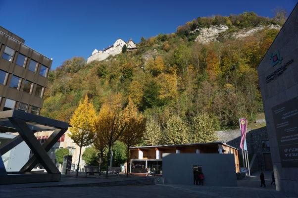 Hrad Vaduz pri pohľade od Múzea umenia