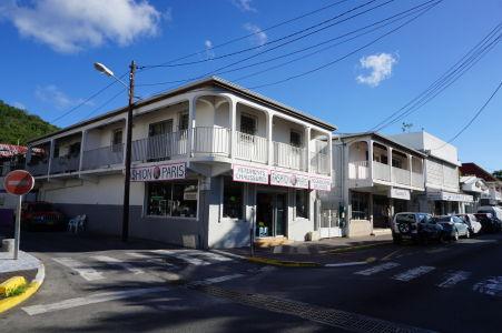 Uličky Marigotu - Väčšina domov je vybavených veľkými balkónmi, čo je vzhľadom k počasiu pochopiteľné