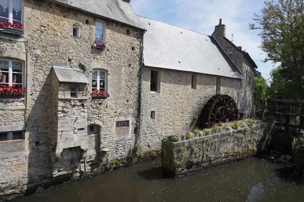 Vodný mlyn na potôčiku l'Aure v Bayeux