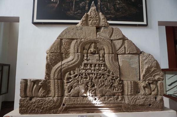 Porážka Maru - reliéf z pedimentu chrámu v Angkore z 12. storočia - Národné múzeum v Phnom Penhu
