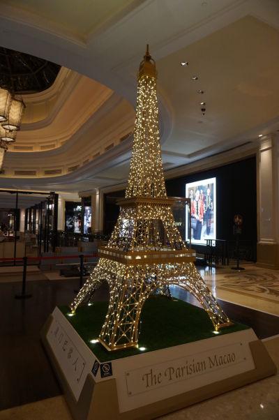 Hotel a kasíno Parisian v Macau - Eiffelovka musí byť vonku i vnútri, nech každý vie, že toto je skoro ako vo Francúzsku