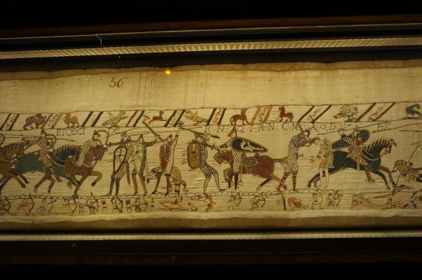 Tapisésia z Bayeux - výjav zobrazujúci bojovú melu v bitke pri Hastings, kde Viliam Dobyvateľ získal svoje rozhodujúce víťazstvo