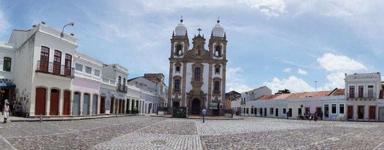 Námestie Pátio de São Pedro s chrámom Igreja Internacional do Poder de Deus (Medzinárodný chrám Božej moci)