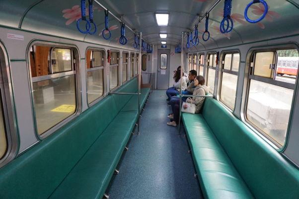 Starý vláčik vysokohorskej železnice v Ališane