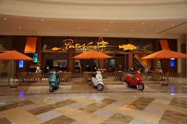 V hoteli Parisian v Macau sa nachádza okrem kasína aj superluxusný obchodný dom a drahé reštaurácie