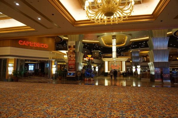 """V hoteli Parisian v Macau sa nachádza okrem kasína aj superluxusný obchodný dom - asi takto v ňom vyzerá """"food court"""""""