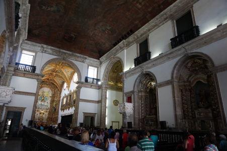 Hlavná loď Karmelitánskej baziliky Matky Božej