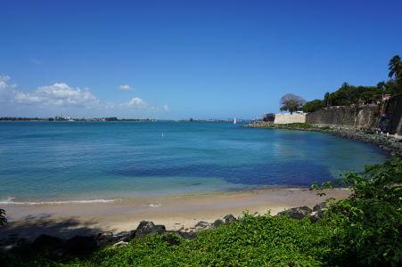 Prímorské opevnenie San Juanu - Nájde sa aj malá pláž