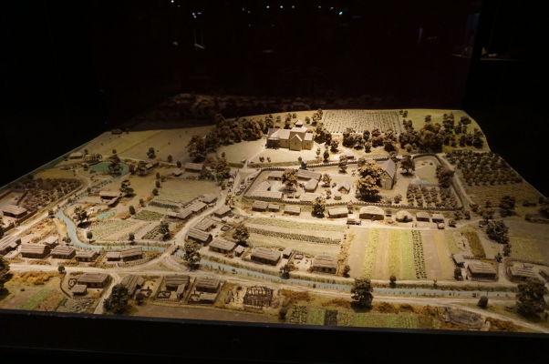 Model anglickej dedinky z obdobia vlády Viliama Dobyvateľa v Múzeu Tapisérie z Bayeux