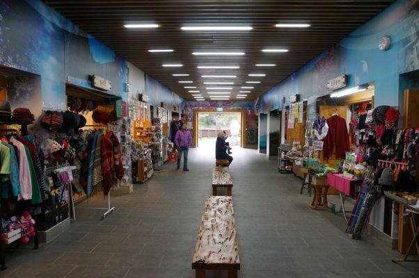 Tržnica na vlakovej stanici Zhaoping v Ališane
