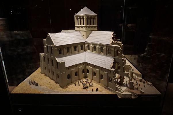 Model katedrály vo Winchesteri (hlavnom meste Anglicka) z obdobia vlády Viliama Dobyvateľa v Múzeu Tapisérie z Bayeux