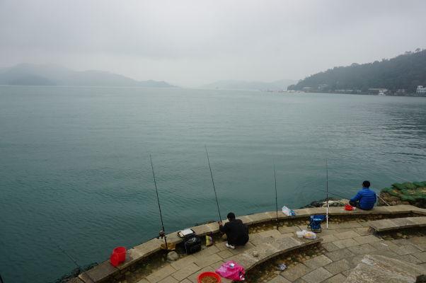 Rybári na Jazere Slnka a Mesiaca (Sun Moon Lake) na Taiwane