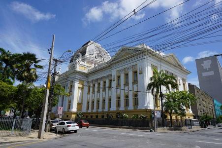 Justičný palác na Námestí republiky