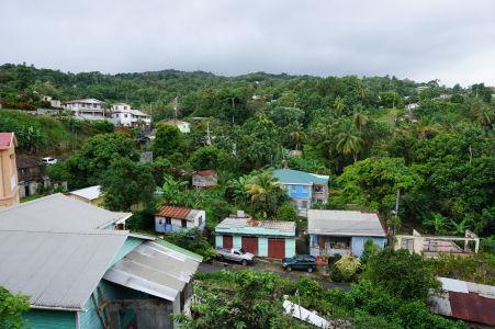 I mestečká sú na Dominike ako utopené v bujnej vegetácii