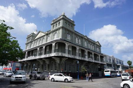 Jedna z najikonickejších budov mesta, sídlo poisťovne