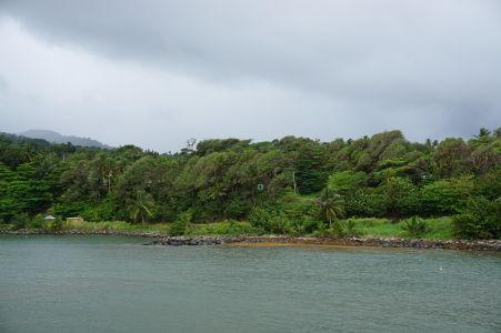 Východné pobrežie Dominiky v blízkosti mestečka Marigot