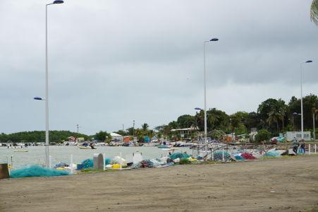 Pláž a prístav v Sainte Rose nepatrí medzi najpríťažlivejšie miesta