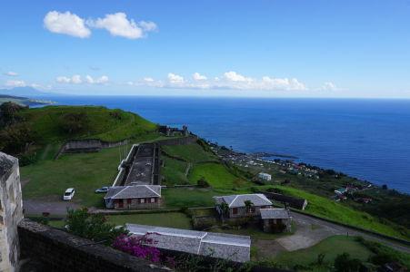 Výhľad na cvičisko a Fort Charlotte z Fort George