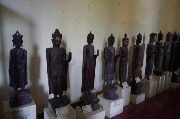 O sochy Budhov nie je v Národnom múzeu v Phnom Penhu núdza
